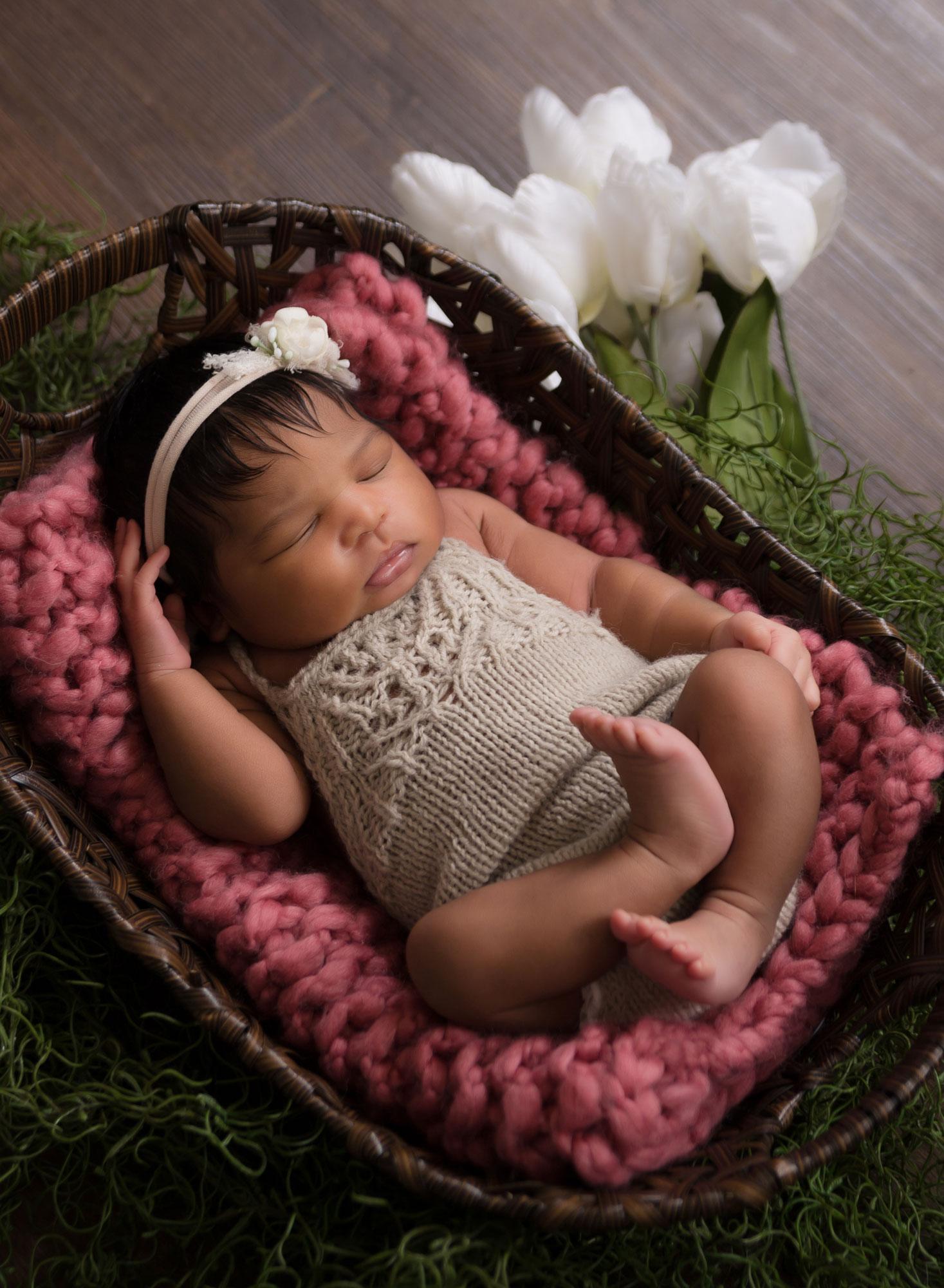 baby-girl-tulips-photography
