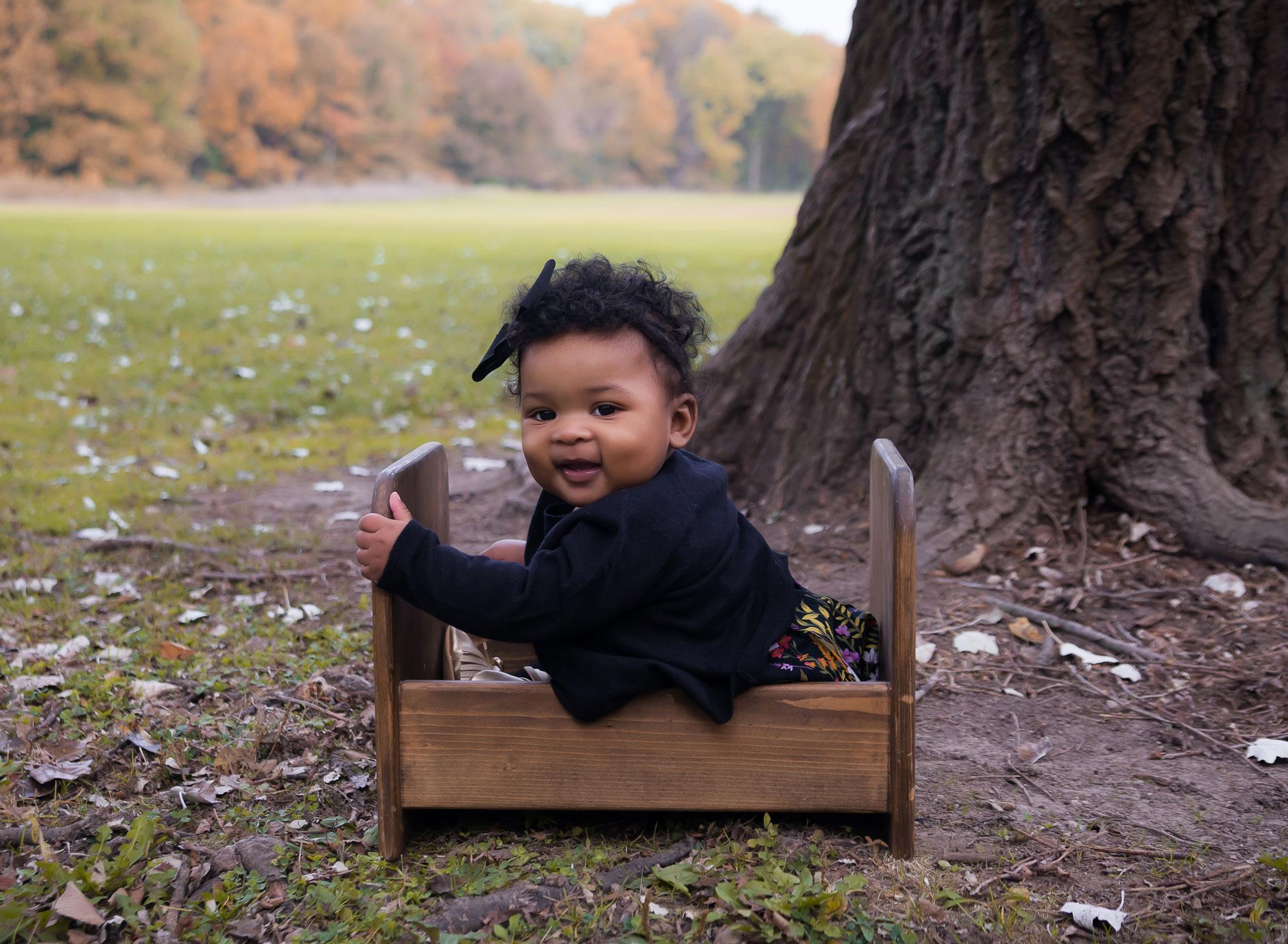 happy-baby-sitting-park