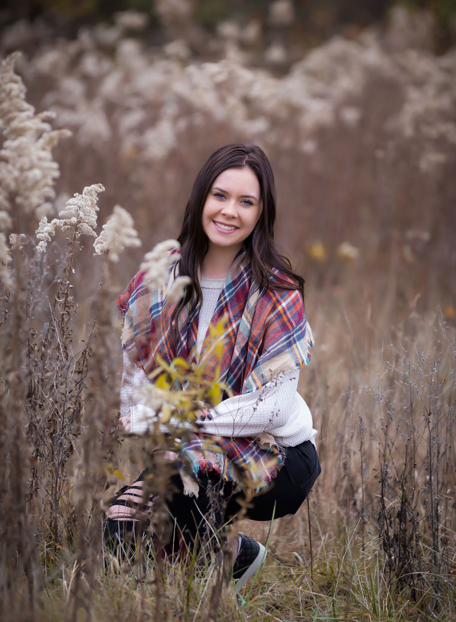 senior-girl-fall-tall-grass